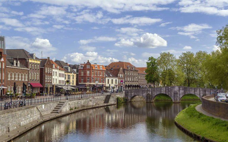 Afbeelding rivier door Roermond