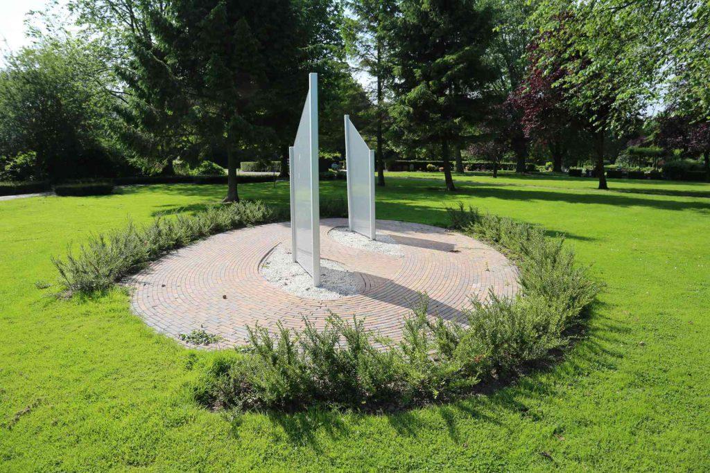 Crematorium Schiedam beeld in tuin